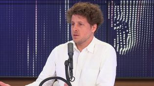 """Julien Bayou,secrétaire général d'Europe Écologie-Les Verts, invité du """"8h30 franceinfo"""", lundi 6 juillet 2020. (FRANCEINFO / RADIOFRANCE)"""
