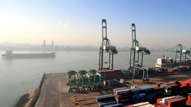 Une vue du port de Tianjin, le 1er janvier 2015. (ZHANG CHENLIN / XINHUA)