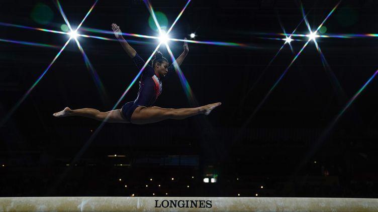 La Française Marine Boyer, lors de la finale par équipe féminine des Championnats du monde de gymnastique artistique, le 8 octobre 2019, à la Hanns-Martin-Schleyer-Halle de Stuttgart, dans le sud de l'Allemagne. (LIONEL BONAVENTURE / AFP)
