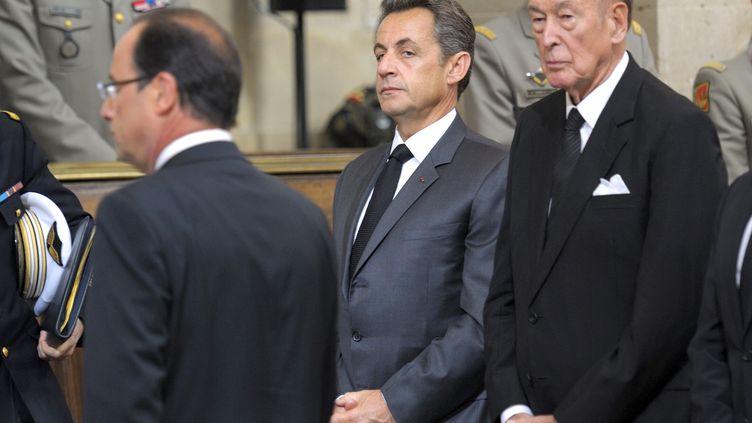 François Hollande, Nicolas Sarkozy et Valéry Giscard d'Estaing, le 14 juin 2012, lors d'une cérémonie d'hommage à des soldats tués, à Paris. (PHILIPPE WOJAZER / AFP)