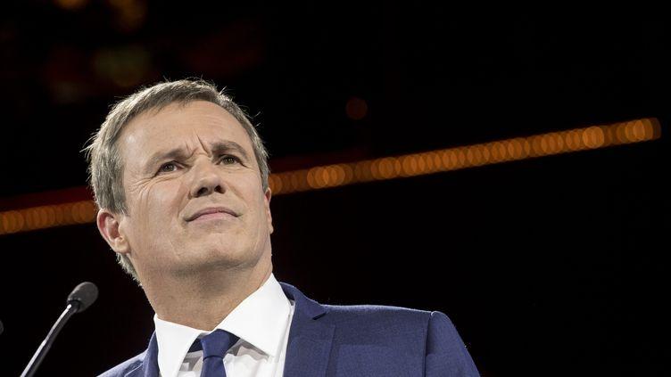 Le candidat de Debout la France, Nicolas Dupont-Aignan, le 19 avril 2017 lors d'un meeting à Paris. (MAXPPP)