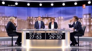 Marine Le Pen et Emmanuel Macron s'affrontent lors du débat de l'entre-deux-tours, mercredi 3 mai 2017. (FRANCE 2)