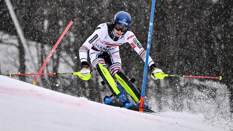Le Français Clément Noël en action lors du slalom de Chamonix samedi 30 janvier 2021. (JEFF PACHOUD / AFP)