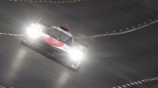 Quasiment depuis le départsamedi 21 août, la Toyota N°7 fait la course en tête de la 89e édition des 24 heures du Mans. (JEAN-FRANCOIS MONIER / AFP)