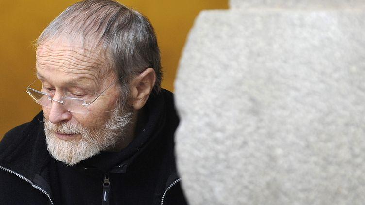 Maurice Agnelet quitte le palais de justice de Rennes (Ille-et-Vilaine) le 11 avril 2014. (JEAN-SEBASTIEN EVRARD / AFP)