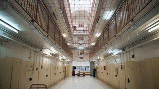 Vue de l'intérieur de la prison de Fresnes (Val-de-Marne), dans le quartier réservé aux hommes, le16 juin 2011. (FRED DUFOUR / AFP)