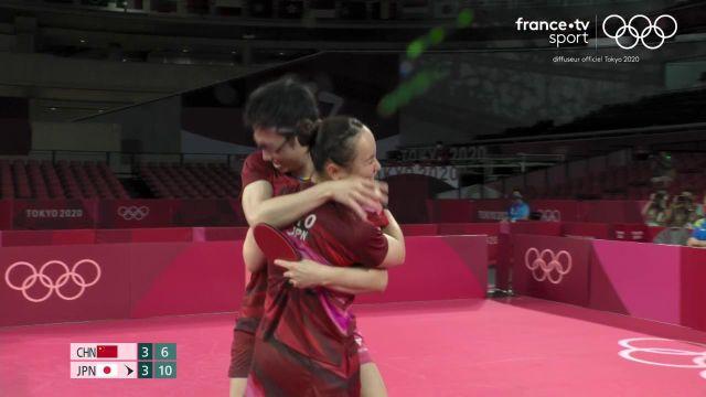 Le duo japonais, mené en début de match, a finalement remporté la finale de tennis de table en double mixte face à la Chine.