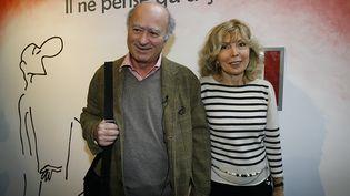 Le dessinateur George Wolinski et son épouse Maryse à Angoulême (Charente), le 26 janvier 2006. (PATRICK BERNARD / AFP)