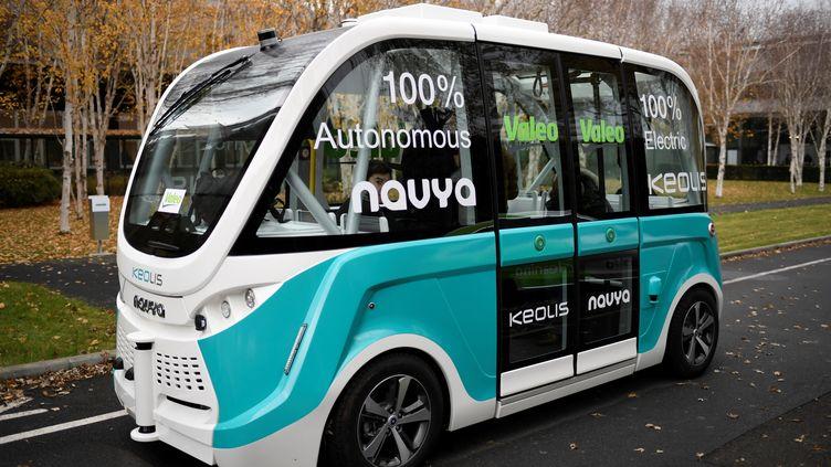 Un véhiculeautonome del'entrepriseNavya, le 20 novembre 2017, àBobigny(Seine-Saint-Denis). (STEPHANE DE SAKUTIN / AFP)