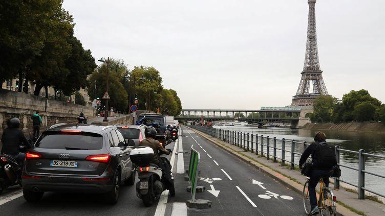 La nouvelle piste cyclable quai Pompidou à Paris, le 4 septembre 2017. (LUDOVIC MARIN / AFP)
