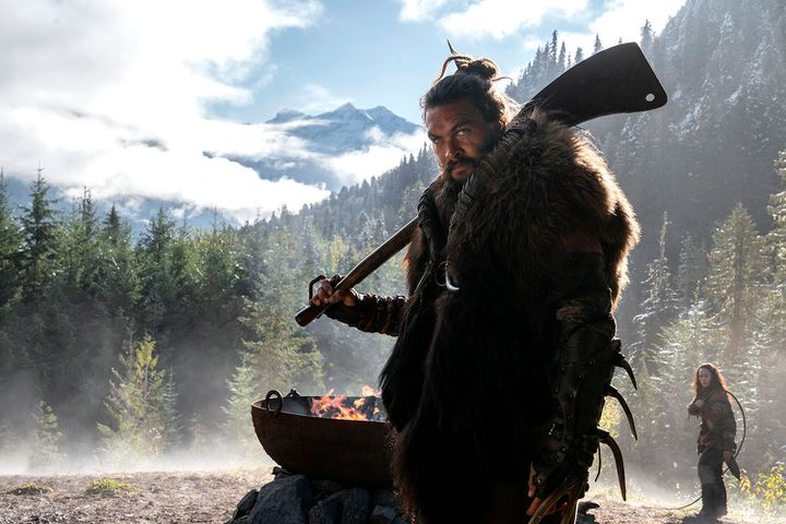 """L'acteur américain Jason Momoa incarne le chef guerrier Baba Voss dans la série """"See"""". (APPLETV+)"""