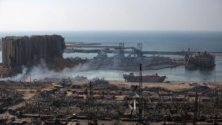 Le port de Beyrouth (Liban) totalement détruit après les deux violentes explosions du 4 août 2020. (PATRICK BAZ / AFP)