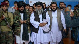Le nouveau directeur des sports du gouvernement taliban,Bashir Ahmad Rustamzai, en visite dans un gymnase de Kaboul le 14 septembre 2021. (BULENT KILIC / AFP)