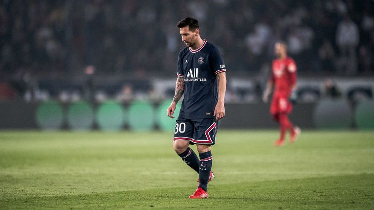 Lionel Messi a été remplacé à la 76e minute lors de la rencontre PSG-OL, le 19 septembre, au Parc des Princes. (ARTHUR NICHOLAS ORCHARD / HANS LUCAS / AFP)