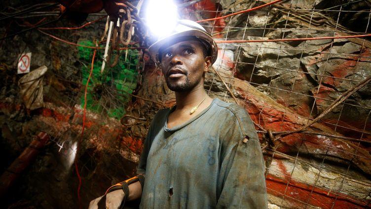 Dans une mine d'or à Westonaria (sud-est de l'Afrique du Sud), le 3 avril 2017. (REUTERS - MIKE HUTCHINGS / X00388)