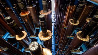 Des cylindres encuivre dans une imprimerie de Nuremberg(Allemagne), le 19 avril 2021. (DANIEL KARMANN / DPA / AFP)