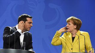 Le Premier ministre grec, Alexis Tsipras (G), et la chancelière allemande,Angela Merkel, le 23 mars 2015 à Berlin (Allemagne). (TOBIAS SCHWARZ / AFP)