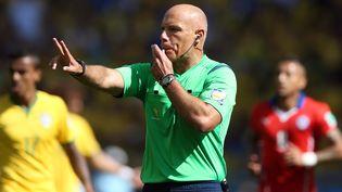 Howard Webb, le 28 juin 2014 au sifflet du match Brésil-Chili, à l'Estadio Mineirao de Belo Horizonte (Brésil). (ARI FERREIRA / AGÊNCIA LANCEPRESS! / AFP)