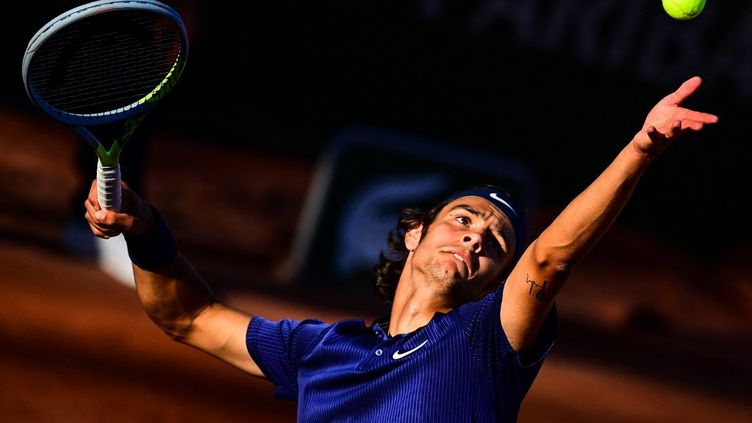 Lorenzo Musetti lors du premier tour de Roland-Garros, le 31 mai 2021. (MARTIN BUREAU / AFP)