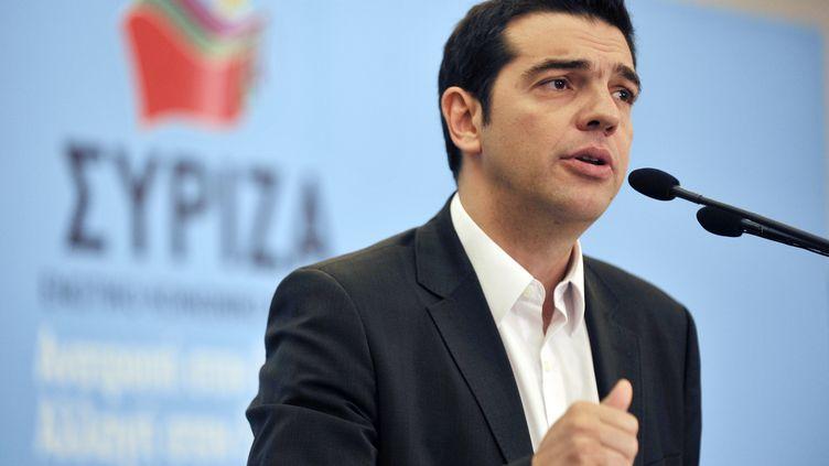 Alexis Tsipras, le leader du parti de gauche radicale Syriza, présente son programme, le 1er juin 2012, à Athènes (Grèce). (LOUISA GOULIAMAKI / AFP)