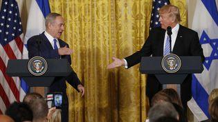 Le Premier ministre israélien Benyamin Nétanyahou et le président américain Donald Trump à la Maison Blanche, le 15 février 2017. (KEVIN LAMARQUE / REUTERS)