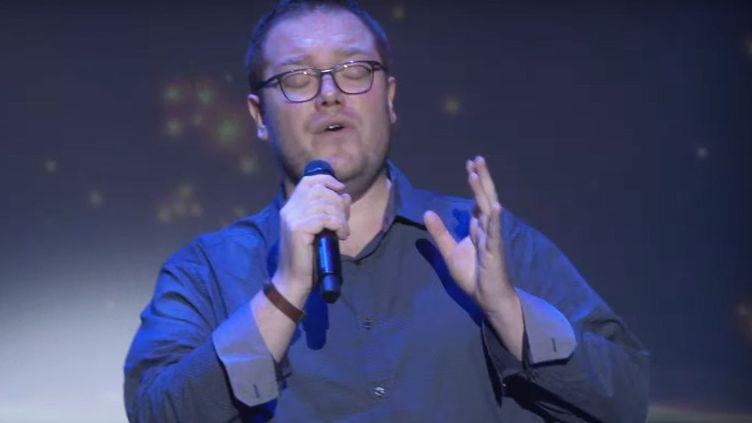 Alexandre Milloch, candidat français au championnat du monde de karaoké 2019. (CAPTURE D'ÉCRAN WKC)