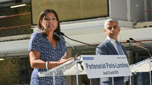 Sadiq Khan, maire de Londres et Anne Hidalgo à Paris le 15 août 2016  (ISA HARSIN / SIPA)