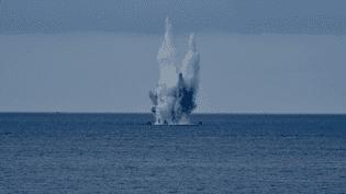 L'opération de neutralisation d'une bombe immergée au large de NIce (Alpes-Maritimes) a étécouronnée de succès, le 10 mai 2017. (FRANCE 3)