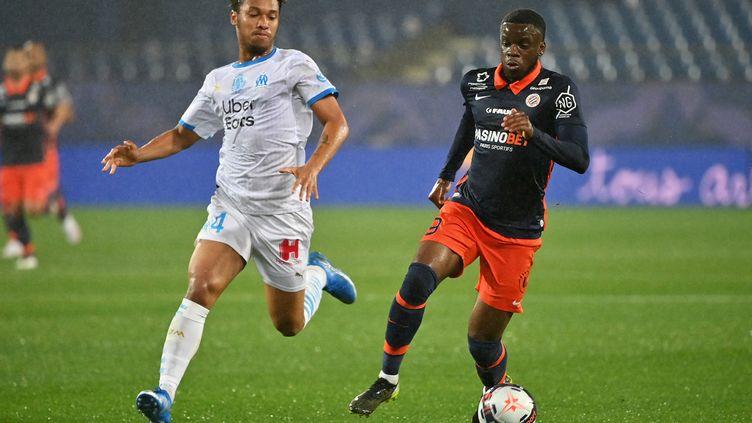 Kamara (Marseille) à la poursuite de Mavididi (Montpellier) (PASCAL GUYOT / AFP)