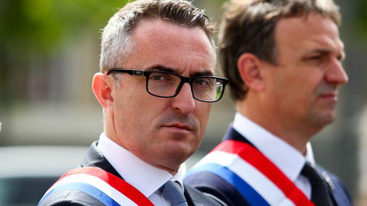 Le sénateur de Marseille (Bouches-du-Rhône), Stéphane Ravier, le 4 mai 2017 dans la citée phocéenne. (CITIZENSIDE / DENIS THAUST / AFP)