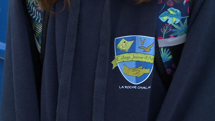 port de l'uniforme imposé dans un collège privé de Dordogne (France Télévisions / France 3 Aquitaine)