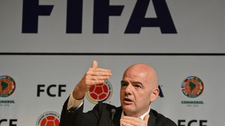 Le président de la Fifa, Gianni Infantino, lors d'une conférence de presse, à Bogota (Colombie), le 31 mars 2016. (LUIS ACOSTA / AFP)