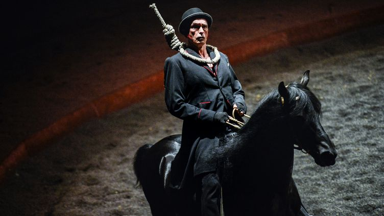 On achève bien les anges, un spectacle qui doitreprendre le 30septembre prochain au théâtre Zingaro (JEFF PACHOUD / AFP)