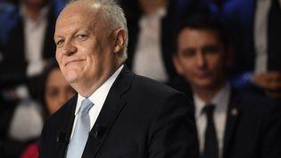 """François Asselineau, le 4 avril 2017 à La Plaine-Saint-Denis (Seine-Saint-Denis), lors du """"Grand Débat"""" sur BFMTV et CNews. (LIONEL BONAVENTURE / POOL)"""