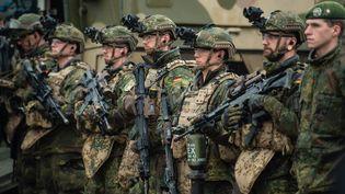 Des soldats de l'armée allemande, lors d'un exercice en Basse-Saxe, le 6 décembre 2018. (PHILIPP SCHULZE / DPA / AFP)
