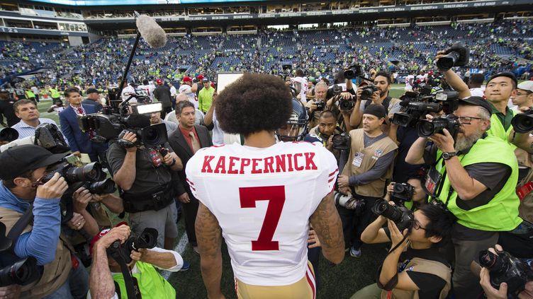 Le quarterback des San Francisco 49ers Colin Kaepernick lors d'un match face aux Seattle Seahawks, le 25 septembre 2016. (TROY WAYRYNEN / REUTERS)