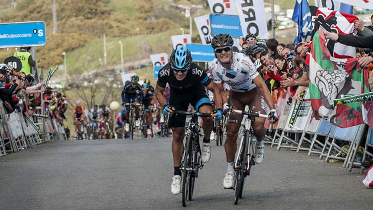 Sergio Henao (Sky) au coude à coude avec Carlos Betancourt (AG2R)
