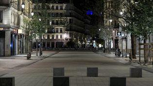 Une rue vide à Lyon le 14 octobre 2020. (MAXIME JEGAT / PHOTOPQR / LE PROGRES / MAXPPP)