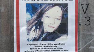 L'avis de recherche d'Angélique Six, dont le corps a été retrouvé dans la nuit de samedi 28 à dimanche 29 avril, àQuesnoy-sur-Deûle (Nord). (PHILIPPE HUGUEN / AFP)