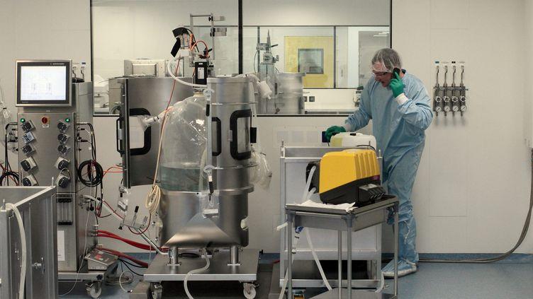 A Evry (Essonne), le Généthon, financé grâce au Téléthon, mène des recherches sur les thérapies géniques et cellulaires depuis 2013. (BRUNO LEVESQUE / MAXPPP)