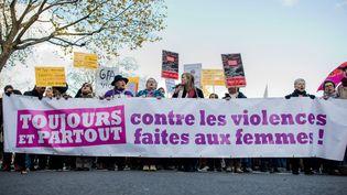 Un rassemblement contre les violences faites aux femmes, place de la République à Paris, le 25 novembre 2017. (MAXPPP)