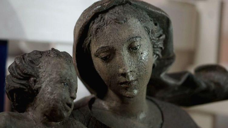 La sculpture en bois de Vierge à l'enfant, de retour à Chambéry  (France 3/ Culturebox)