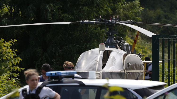 L'hélicoptère retrouvé à Gonesse près de Paris après l'évasion de Redoine Faïd, le 1er juillet. (GEOFFROY VAN DER HASSELT / AFP)