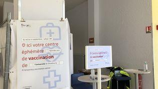 Le centre de vaccination éphémère à l'université de Strasbourg. (NOÉMIE BONNIN / FRANCE-INFO)
