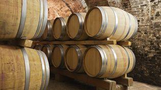 Dans la maison du faussaire, en Californie, les enquêteurs ont retrouvé un véritable laboratoire de contrefaçon de vins. (STOCKWERK / E+ / GETTY IMAGES)