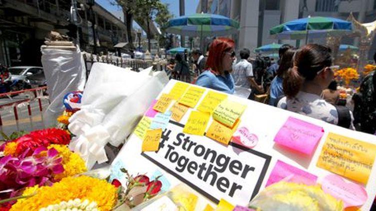 Sur les lieux du premier attentat à Bangkok le 17 août 2015 (Lionel de Coninck à Bangkok)