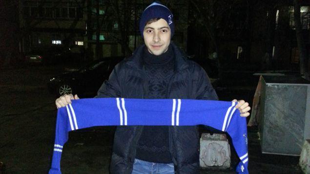 (Un supporter du Dynamo Kiev avec son écharpe du club © RADIO FRANCE/Jérôme Cadet)
