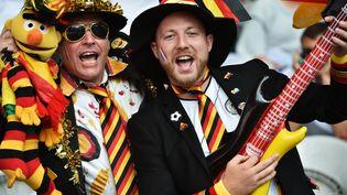 Des supporters allemands dans les tribunes du stade Pierre Mauroy de Villeneuve d'Ascq, avant le huitième de finale de l'Euro contre la Slovaquie, le 26 juin 2016. (PHILIPPE HUGUEN / AFP)