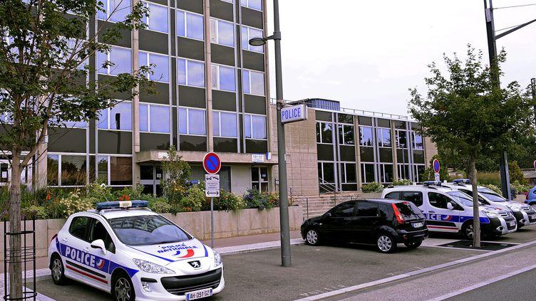 Les policiers lyonnais mis en examen le 13 septembre 2012 travaillent pour la plupart au commissariat de Vénissieux (Rhône). (STEPHANE GUIOCHON / LE PROGRES / MAXPPP)