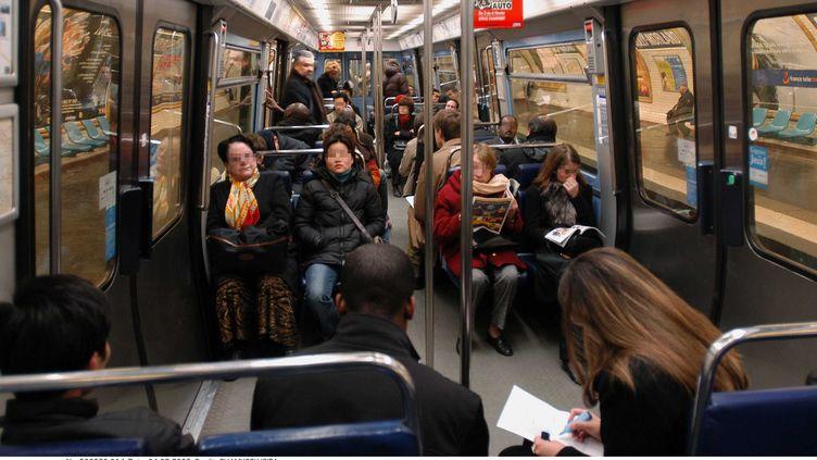 Une rame du métro de Paris, le 4 février 2004. (CHAMUSSY / SIPA)